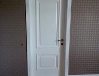 Двери из массива сосны под обкладку с капителями