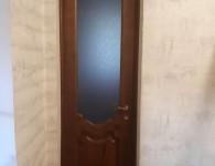 Межкомнатные двери из массива сосны со стеклянной вставкой