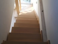 Лестница из массива ясеня со стеклянным ограждением - фото  7