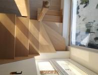 Лестница из массива ясеня со стеклянным ограждением - фото 8