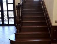 Лестница из массива ясеня на бетонное основание - фото 2