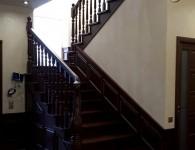 Лестница из массива ясеня на бетонное основание - фото 1