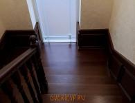 Лестница из массива ясеня на бетонное основание - фото 9