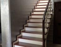 Лестница из массива ясеня с установленной подсветкой ступеней - фото 5