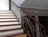 Лестница из массива ясеня с установленной подсветкой ступеней - фото 6