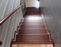 Лестница из массива ясеня с установленной подсветкой ступеней - фото 9